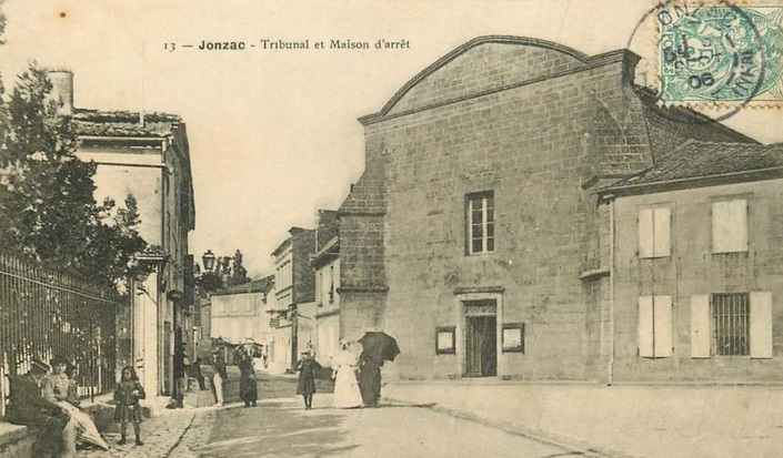 Ancienne carte postale de Jonzac - tribunal et maison d'arrêt