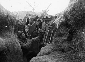 Photo d'un poilu dans une tranchée - Première guerre mondiale
